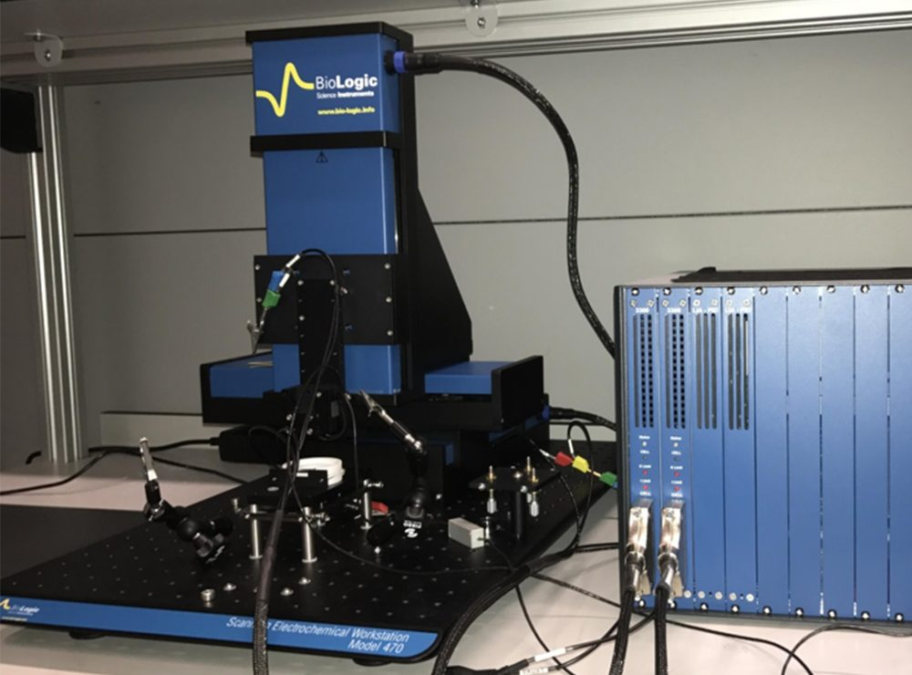 Scanning Electro-chemical microscope with in-situ analysis