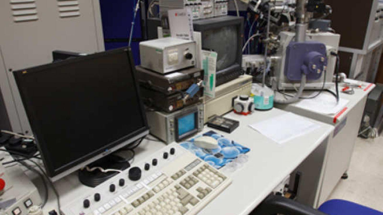 FEI FIB200-SIMS Ion microscope